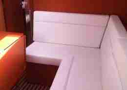 Bavaria 37 Cruiser salon bank