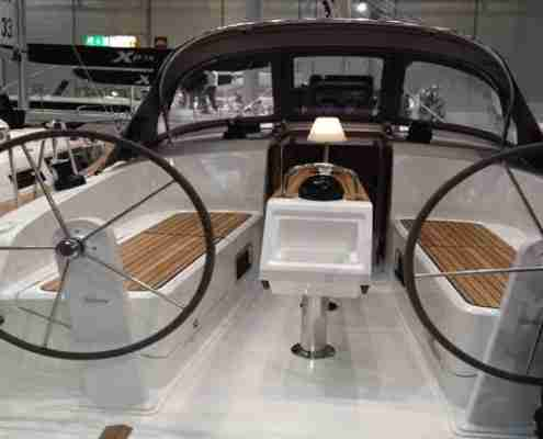 bavaria-37-cruiser-2014-Cockpit