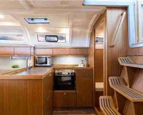 bavaria-37-cruiser-2014-Pantry