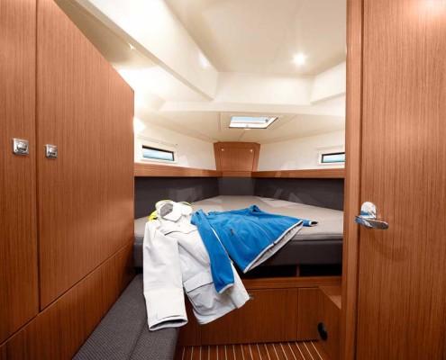 Zeilboot-huren-41-Cruiser-2016-voorkajuit