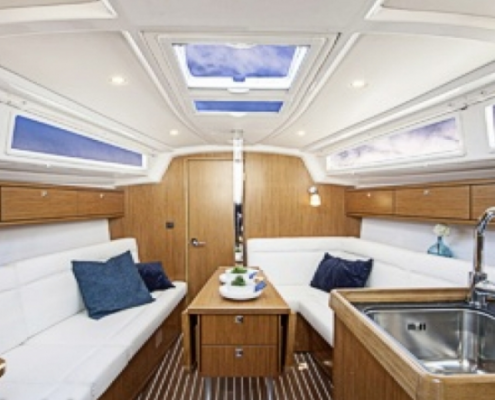 Bavaria 34 Salon