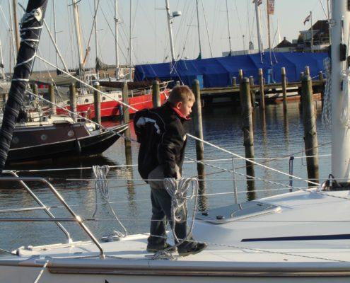 Lars op de Anous Bavaria 31 Cruiser